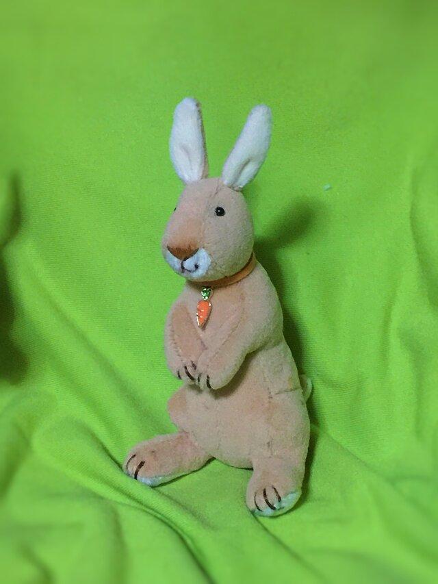 立ち型ウサギキーホルダーの画像1枚目
