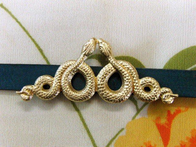 真鍮ブラス製 金の蛇(へび)・スネーク型帯留め 着物や浴衣の帯締め飾りにの画像1枚目