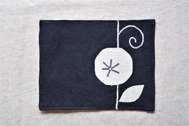 カフェマット濃紺 つる花cの画像1枚目