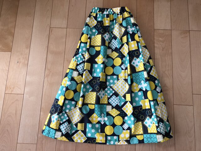 【SALE】表・裏 綿100%  マル・シカク柄スカートの画像1枚目