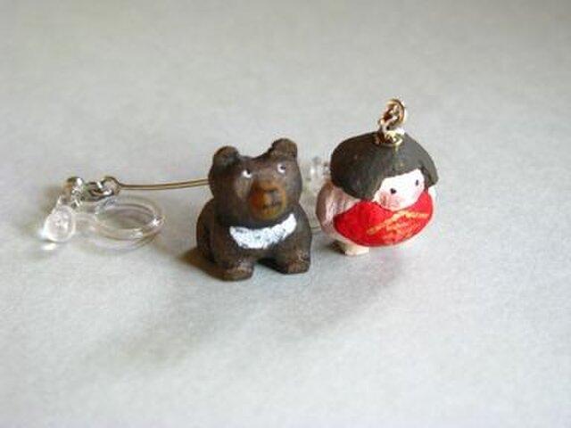 小さな小さな金太郎さん+くまさん(木彫り)イヤリング の画像1枚目