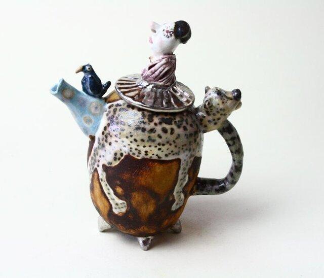 女王さまのティーポット/ 磁器 /陶芸家 / 愉しいティーポット /art teapotの画像1枚目