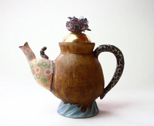 花と虫っ子の珍しいティーポット / 陶芸家 / 灰釉薬 / 茶/teapot/ art potの画像1枚目