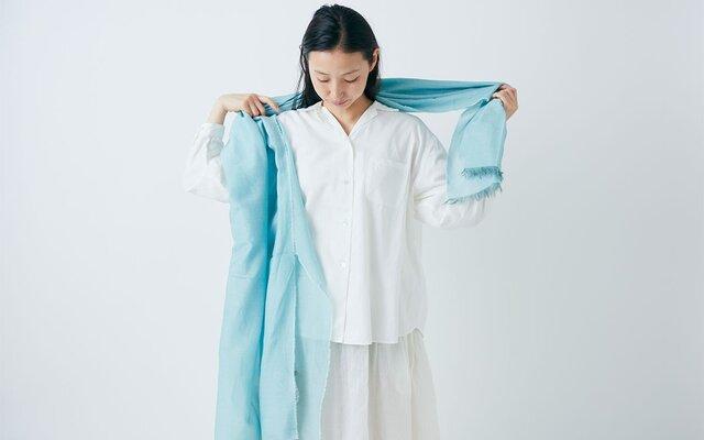 enrica cottonsilk scarf gardenia bleu / botanical dyeの画像1枚目
