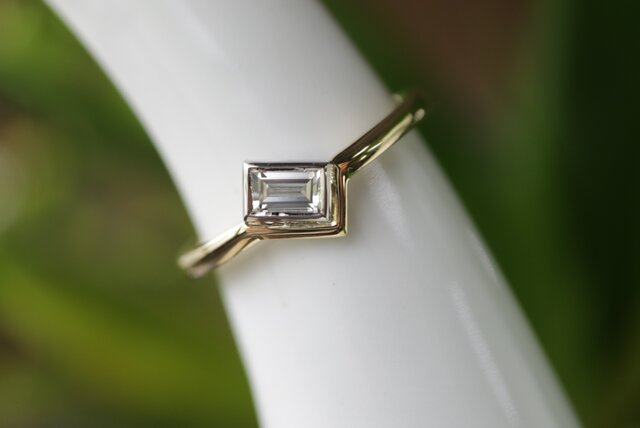 バケットカットダイヤモンド指輪の画像1枚目