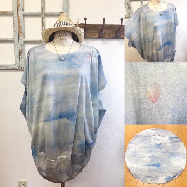 再販×6 気球に乗ってどこまでも❤️青空と気球の丸型チュニックTシャツ(サイズフリー L〜 L L)の画像1枚目