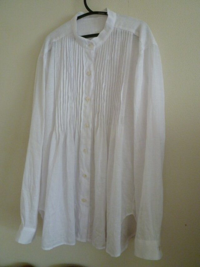 リネンのスタンドカラーシャツの画像1枚目