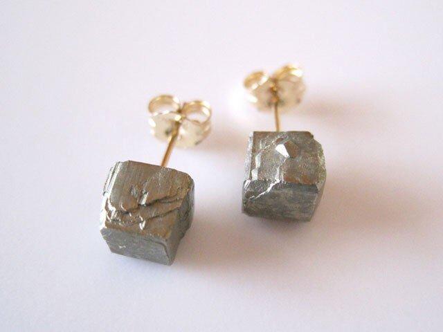 パイライトの原石ピアス/japan 14kgfの画像1枚目
