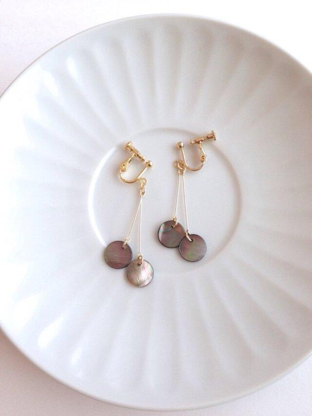 shell earring/pierce【black】の画像1枚目