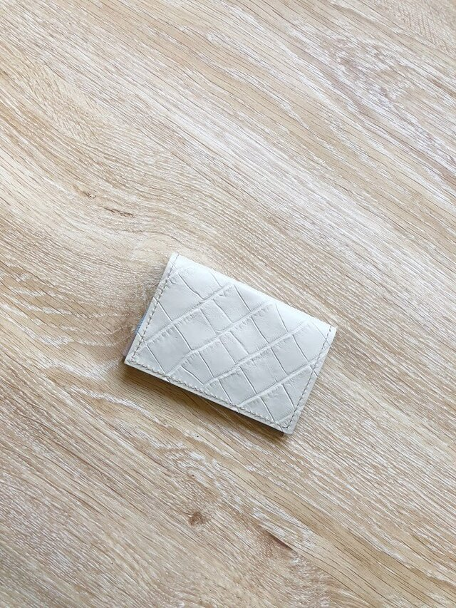 清涼クロコ カードケース 本革 オフホワイト 名刺入れ パスケースの画像1枚目
