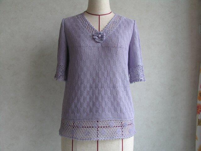 小花の付いたV襟セーターの画像1枚目