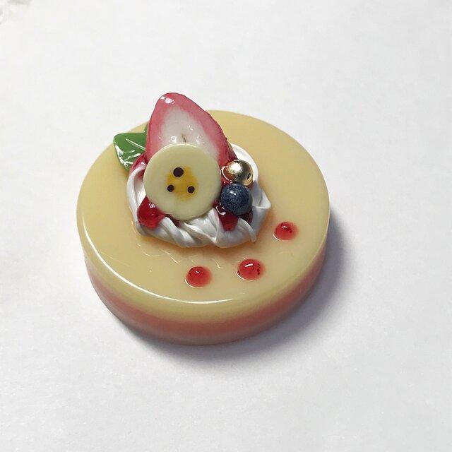 苺ソースのカスタードケーキブローチの画像1枚目