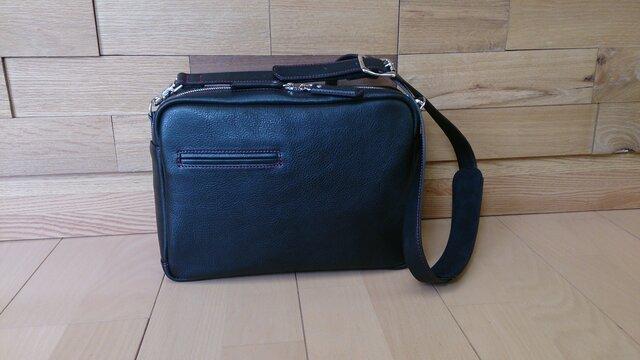 B5サイズのレザーショルダーバッグ(黒)の画像1枚目