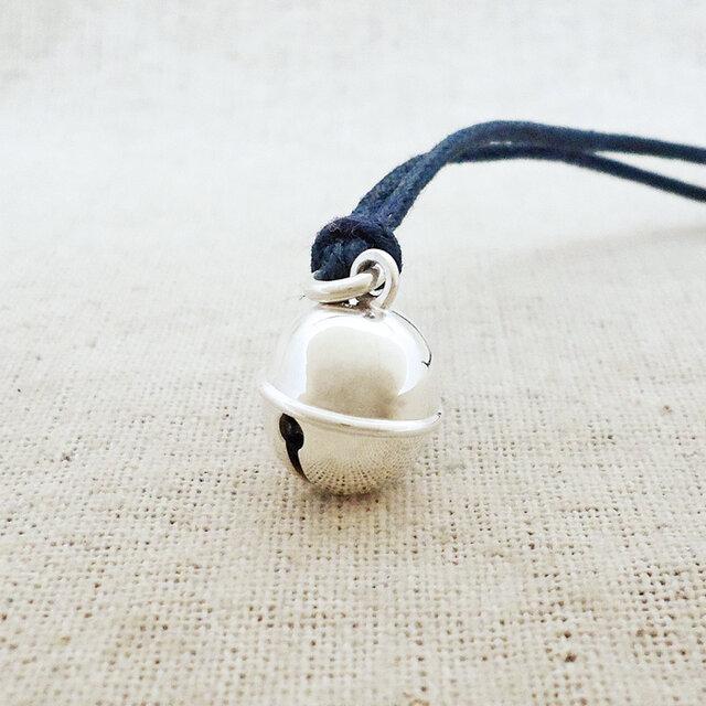 銀製の鈴『丸型・中』(シルバー925)根付・帯飾りの画像1枚目