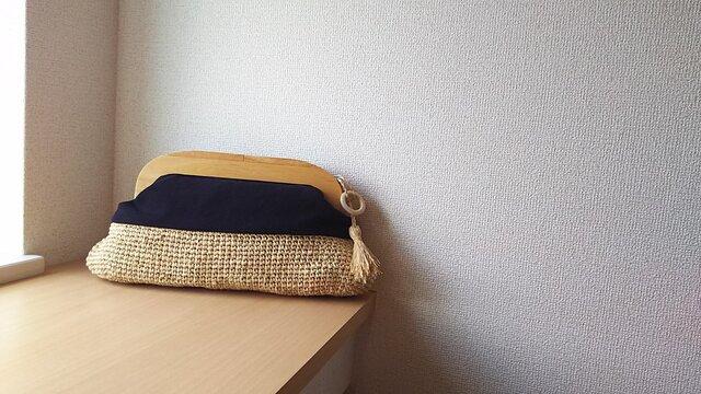 マダガスカル産ラフィアとヴィンテージ帆布の木工口金クラッチバッグ(black)の画像1枚目