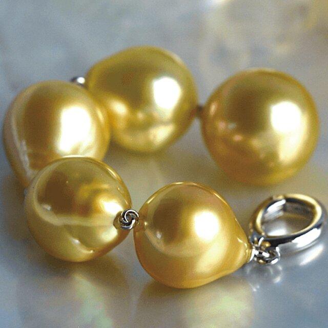 白蝶ゴールデン真珠 オメガネックレス スルーペンダント シルバー SV ゴールド 金属アレルギー対応 送料無料の画像1枚目
