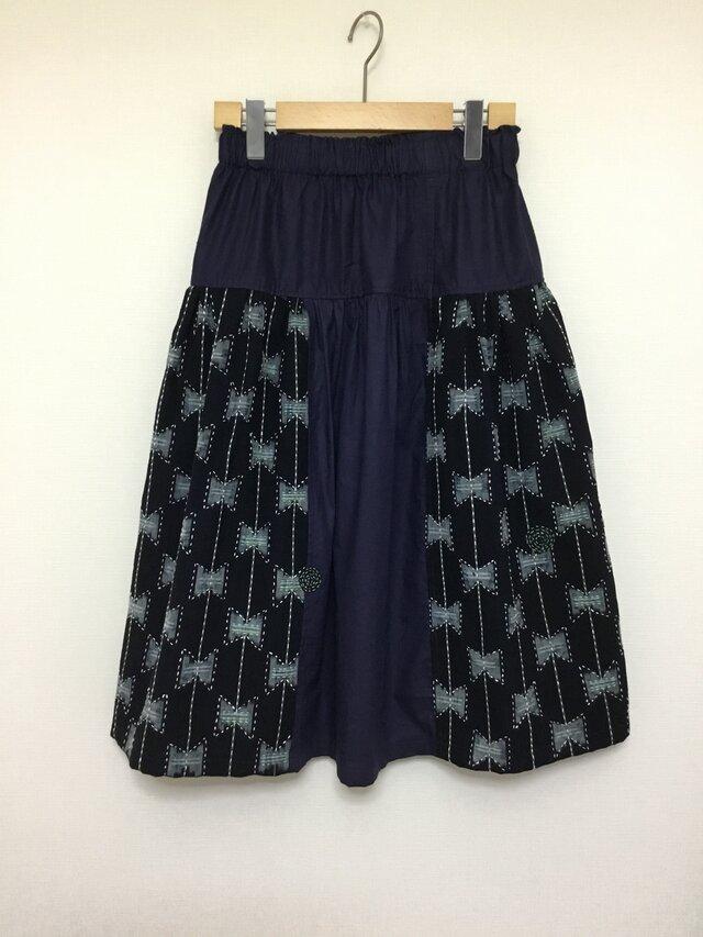 ◆手織り藍染絣襤褸BORO 刺し子リボン柄サークルパッチミモレ丈ギャザースカート フリーサイズの画像1枚目