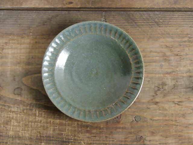 ストライプ模様の緑の皿の画像1枚目