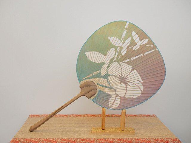 切り絵うちわ ぼかし染杉表柄 竹朝顔の画像1枚目
