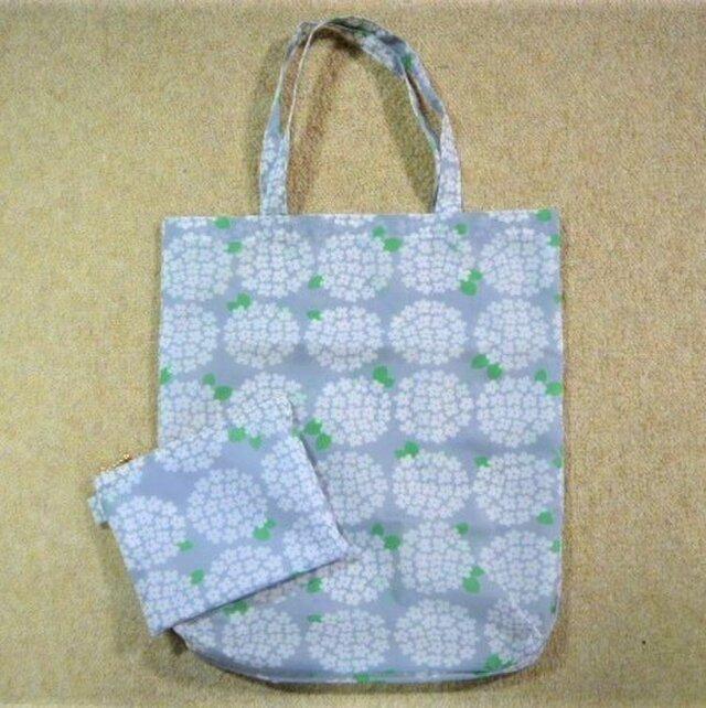 ナイロン素材のバッグ&ポーチセット(グレーあじさい)縦長タイプの画像1枚目