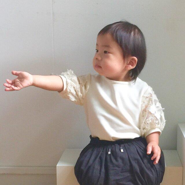 華やかなお袖とやわらか素材のロンパースの画像1枚目