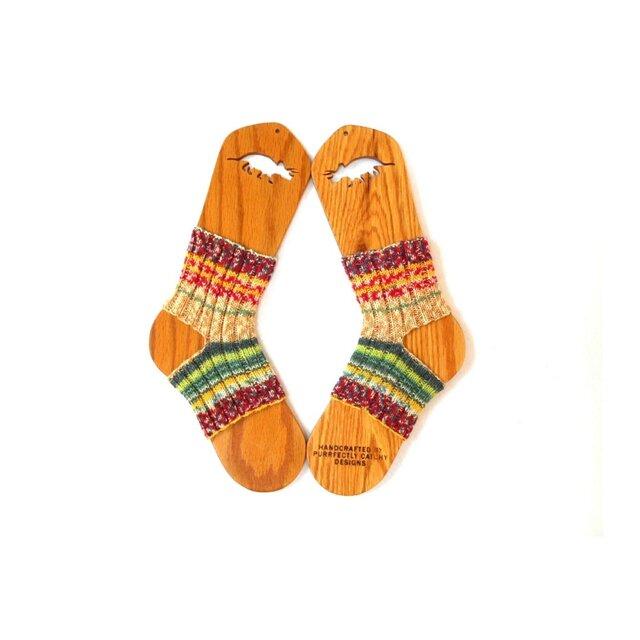 「人気カラー」ポーズも決まる、手編みのヨガソックスの画像1枚目