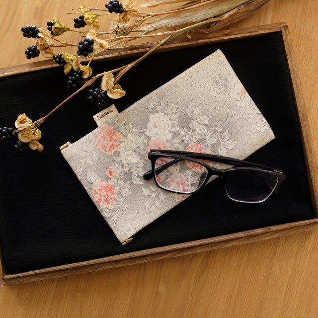 地曵いく子プロデュース 牡丹文 きものサングラスケースの画像1枚目