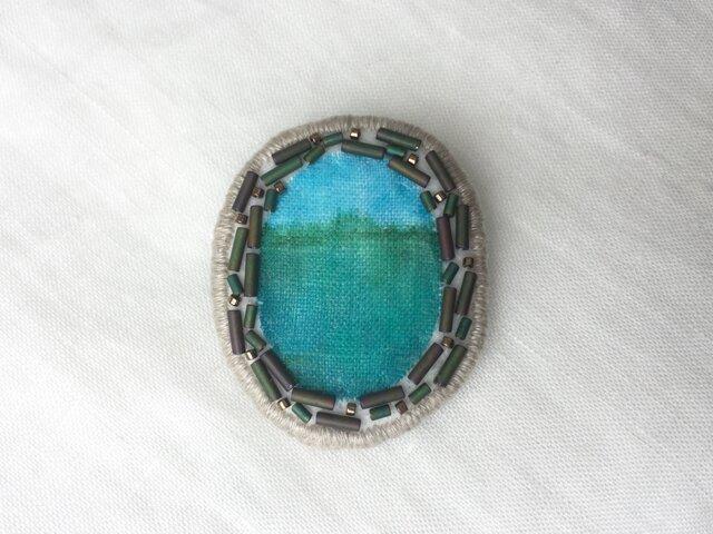 湖のある森 ビーズ刺繍ブローチの画像1枚目