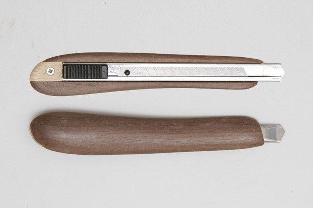 左利き用木製カッターナイフ(ウォールナット)の画像1枚目
