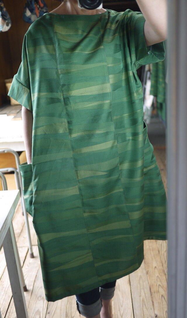 グリーンの正絹シンプルワンピースの画像1枚目