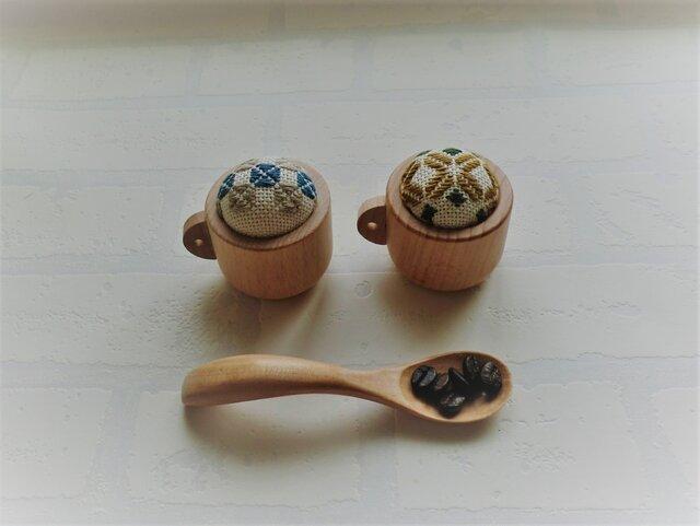 コーヒーカップの小さなピンクッション(こぎん刺し)の画像1枚目