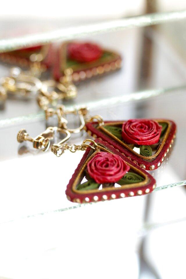 薔薇のモチーフ*三角のイヤリングの画像1枚目