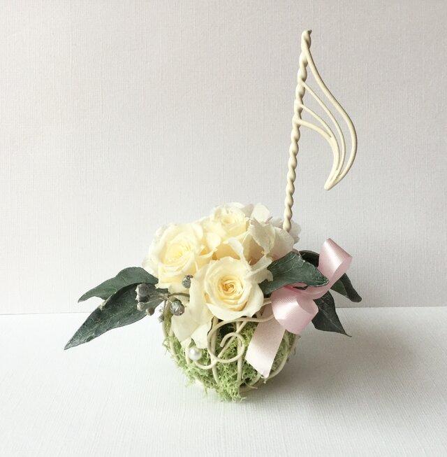 ♪プレゼントに♪音符のフラワーアレンジメント プリザーブドバラの画像1枚目
