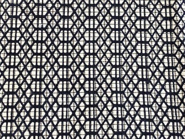 y0014b 幾何学紋様浴衣木綿ハギレ120cm☆古布・古裂/布草履/ミニ着物/吊るし飾り/押絵材料/ハンドメイドの画像1枚目