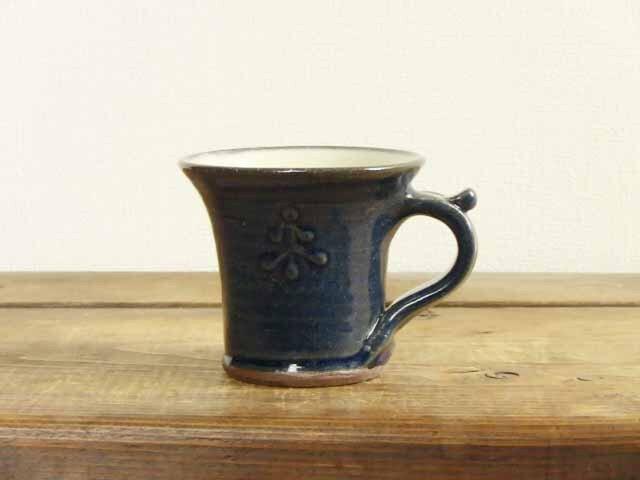 雪松模様のデミタスカップ(イッチン)の画像1枚目