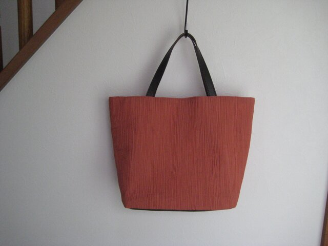 皺加工のバッグの画像1枚目