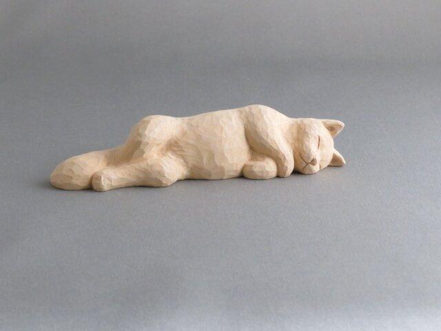 お昼寝マリー 木彫りの猫の画像1枚目