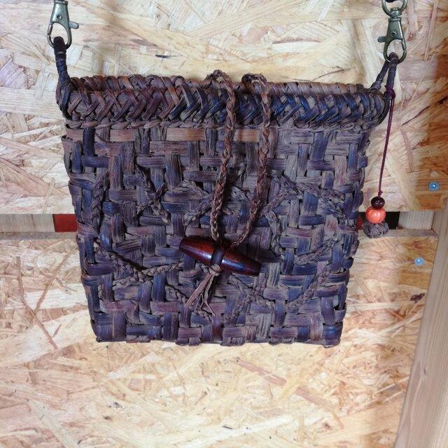 貴重な山葡萄の蔓で編んだポシェット(ショルダーバッグ)の画像1枚目