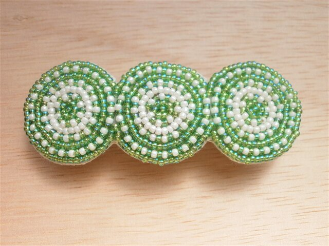 ビーズ丸模様刺繍のバレッタ(緑)の画像1枚目