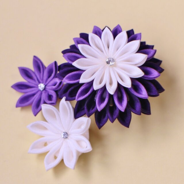 絹 羽二重 うっとり 誘う紫♡ 髪飾り ブローチ 〈受注製作〉つまみ細工 かんざしの画像1枚目