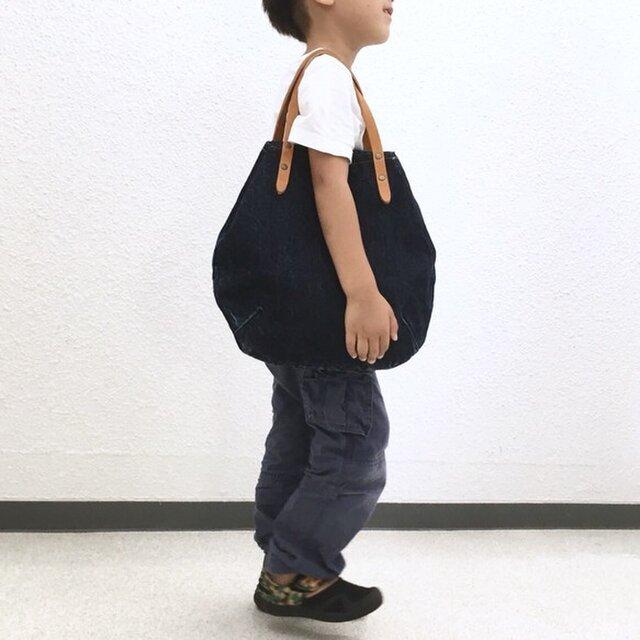 バイオウォッシュ14ozリングムラ糸デニムと極厚オイルヌメの丸型トートバッグ S-size【インディゴ】の画像1枚目
