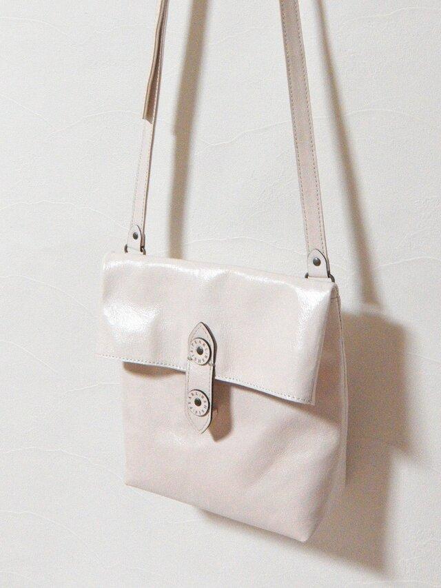 [受注生産] 封筒の形をした革のショルダーバッグ 白の画像1枚目