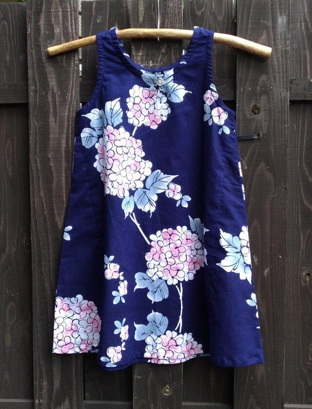 子ども用(8・9歳)紫陽花柄の浴衣地(新反)のワンピースママとお揃いでの画像1枚目
