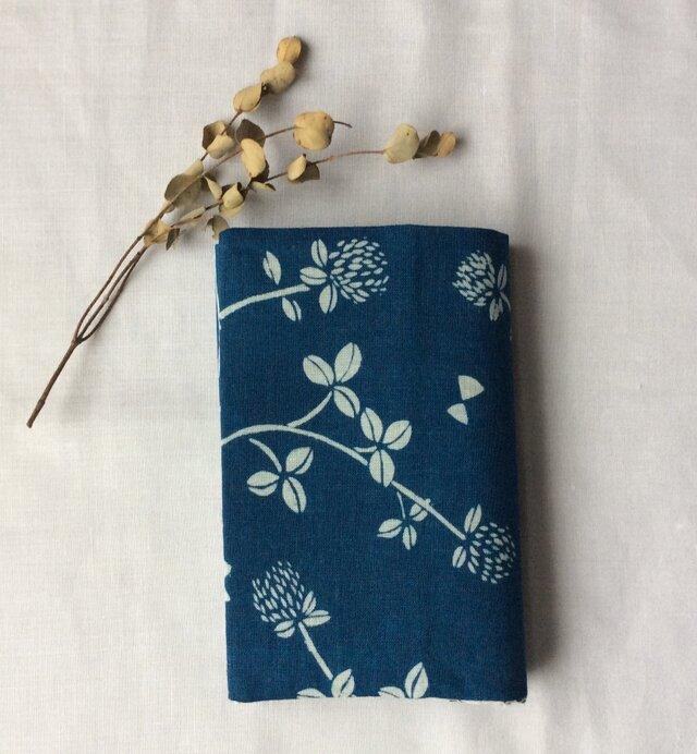藍染め ブックカバー「花降る日」文庫用の画像1枚目