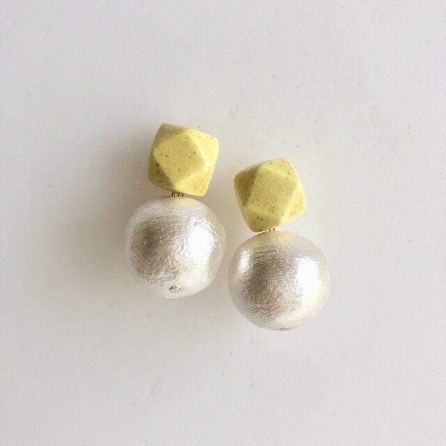 陶polygon+コットンパール : レモン : ピアス/イヤリングの画像1枚目