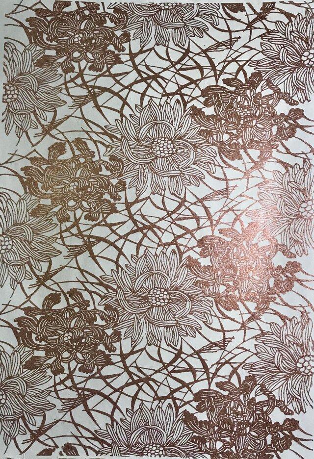 ギルディング和紙 菊にススキ柄 生成和紙 赤混合箔の画像1枚目
