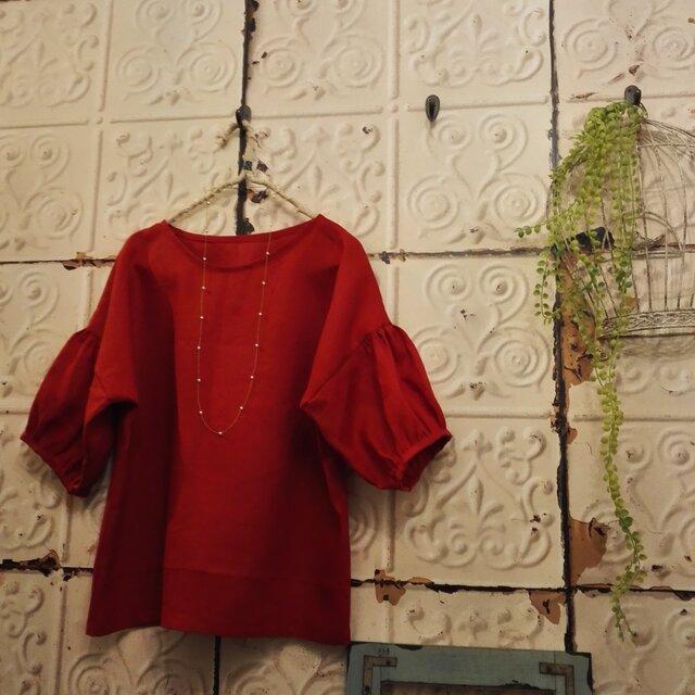 きれいな赤色リネンパフトップスの画像1枚目