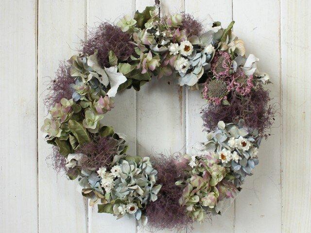 スモークツリーと季節のお花のリースの画像1枚目