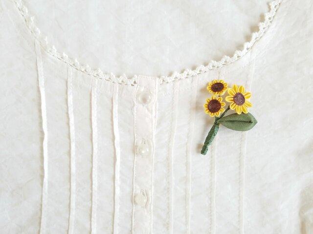 ひまわりの花束ブローチ *つまみ細工*の画像1枚目