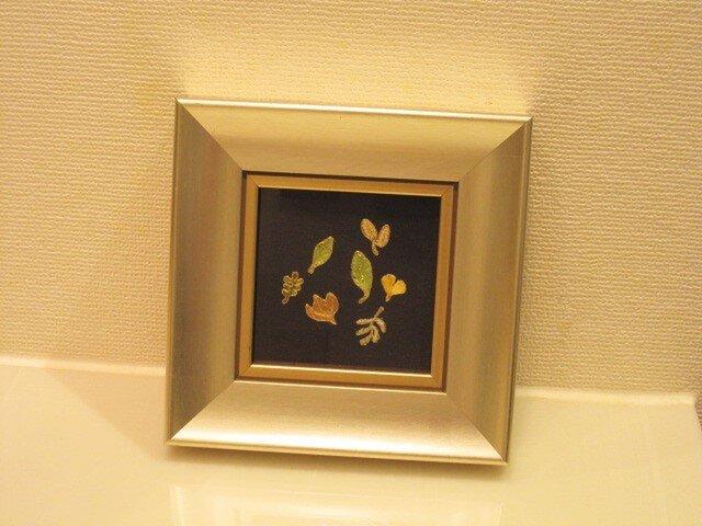 ❇刺繍入りインテリア額❇ 壁かけミニサイズの画像1枚目
